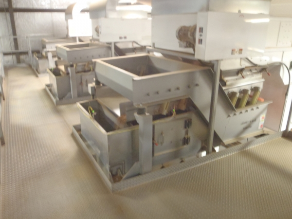 VWM Vi-Pro Vibratory Conveyors Gently Conveying Product into Sorters