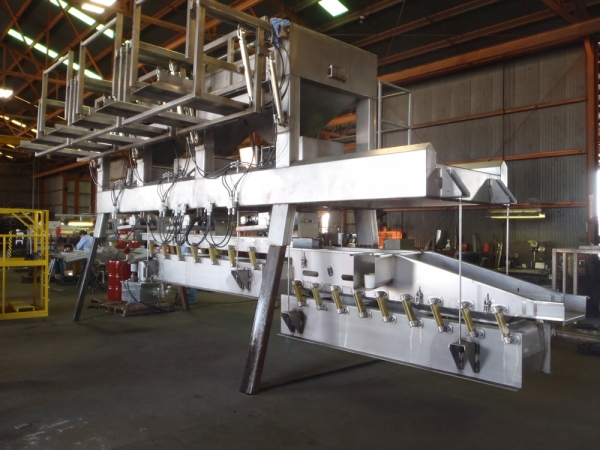 VWM Fruit and Vegetable Blending System with VI-PRO® Vibratory Conveyor