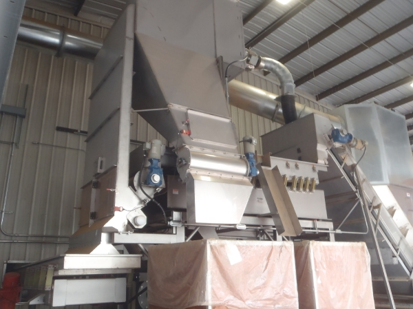 VWM Almond SuperVac® Removes Foreign Material