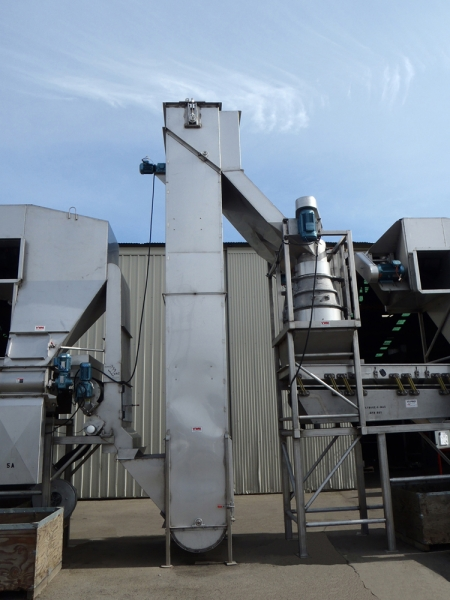 The VWM Bucket Elevator is an efficient way to elevate product while minimizing valuable processing floor space.