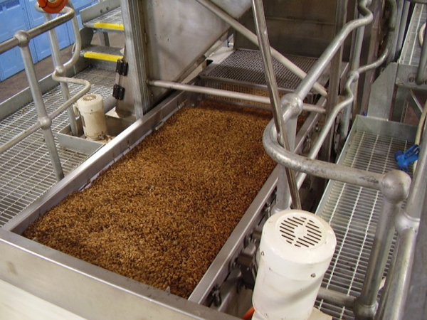 The VWM Fines Removal Vi-Pro® Vibratory Infeed Conveyor removes sand, dirt, and chaff from your raisins, and disposes it all neatly through a discharge chute into a bin.