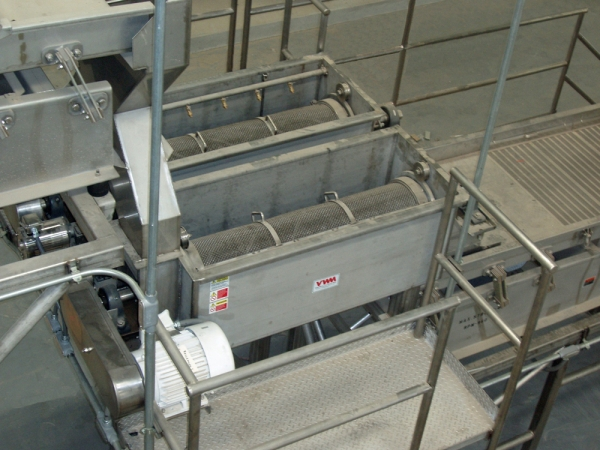 The VWM Raisin Recleaner finalizes debris removal, wet capping, and removal of surface moisture via centrifuge action.
